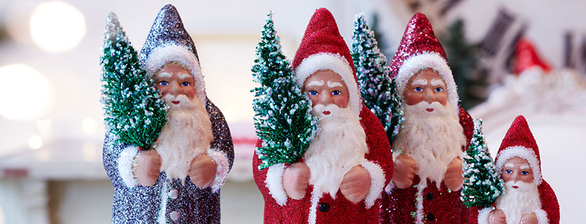 Pappmaché-Weihnachtsmänner